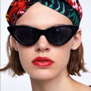 Black slim cat eye sunglasses